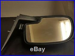 2003 Chev Silverado Power Door Mirror built in turn signal Left side 15115010
